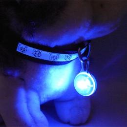 Nowy LED dla zwierząt domowych wisiorek do obroży noc bezpieczeństwa wisiorek świecące światło nocne pedantów kot Puppy dioda LE