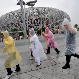1 sztuk jednorazowe przeźroczysty płaszcz przeciwdeszczowy mężczyźni kobiety dorosłych awaryjne wodoodporny kaptur Poncho podróż