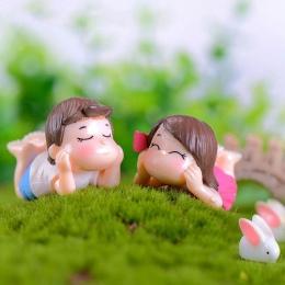 2 sztuk śliczne miłośników chłopiec dziewczyna leży na z przodu miniaturowy ogród Bonsai domek dla lalek wystrój