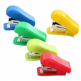 Losowy kolor przenośny mały zszywacz Mini plastikowe stałe bez, zszywacz, biuro, biurowe śliczne użytku studentów do zszywek nr