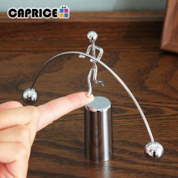 Wahadło newtona kołyska New Balance mężczyźni Iron Man piłka rzemiosło kubek zabawka na biurko metalowe ozdoby akcesoria do deko