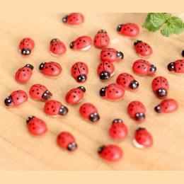 10 sztuk miniaturowe dekoracje Coccinella Septempunctata żywica rzemiosła DIY mały ogród wystrój Superba drewna