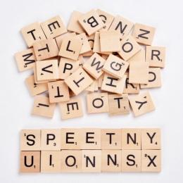 100 sztuk/zestaw angielskie słowa drewniane litery alfabetu płytki czarne Scrabble litery i liczby dla rzemiosła drewna